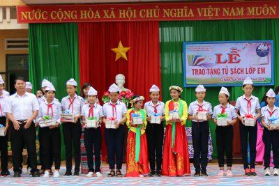 """Trường Nguyễn Bỉnh Khiêm đón nhận """"TỦ SÁCH LỚP EM"""""""